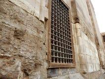 gammalt fönster för metall Arkivfoto