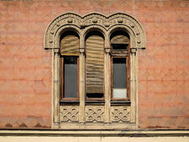 Gammalt fönster i den bysantinska stilen arkivbild
