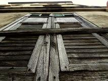 Gammalt fönster i gammal stad Royaltyfria Bilder