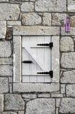 Gammalt fönster i Izmir Turkiet Arkivfoton