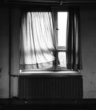 Gammalt fönster med gardin II Arkivbild