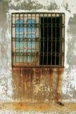 Gammalt fönster med rost Royaltyfri Foto