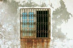 Gammalt fönster med rost Royaltyfri Fotografi
