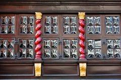 Gammalt fönster på en historisk byggnad i Aachen, Tyskland Arkivbild