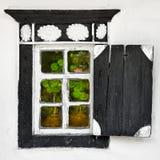 Gammalt fönster - ukrainsk bystil Fotografering för Bildbyråer