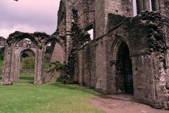 Gammalt fördärvar av Llanthony priorskloster, Abergavenny, Monmouthshire, Wales, UK Arkivfoton