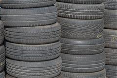 Gammalt förråd för bilgummihjul Royaltyfri Fotografi