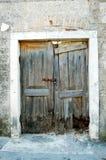 gammalt förstört för dörrar Arkivfoto