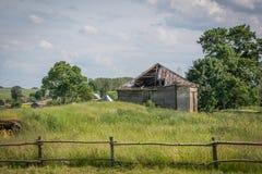 Gammalt förstört hus från det sista århundradet arkivbild