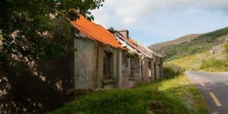 Gammalt förstört lantbrukarhem i Gap av Dunloe Royaltyfri Bild