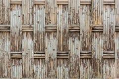 Gammalt fabricera bambuväggtextur royaltyfri bild