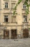 gammalt fallfärdigt för hus Arkivfoton