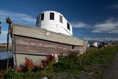 Gammalt fartyg på sommardag i Homer, Alaska royaltyfria foton