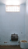 gammalt fängelsefönster för gallerförsedd cell Royaltyfri Bild