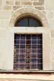 Gammalt fönster i forntida stenvägg av det grekiska fortet Fotografering för Bildbyråer