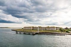 Gammalt fort under stormig himmel Royaltyfri Bild