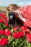 gammalt foto för blond flicka för kamera holländsk Royaltyfria Foton
