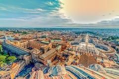 Gammalt foto med flyg- sikt över St Peter & x27; s-fyrkant i Vaticaen Arkivfoto
