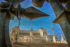 Gammalt foto med sikt av den nationella monumentet till Victor Emmanuel Arkivbilder