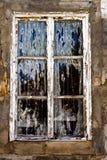 Gammalt förfalla fönster Arkivbild