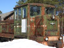 Gammalt frilufts- Pereslavl för ångalokomotiv museum i vinter, Ryssland royaltyfria bilder