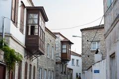 Gammalt gata och hus i Alacati, Izmir, Turkiet Fotografering för Bildbyråer