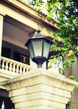 Gammalt gataljus med klassisk stil, tappninggatalampa, dekorativ väglampa för gammalt mode arkivbilder