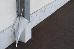 Gammalt glömt paraply Fotografering för Bildbyråer