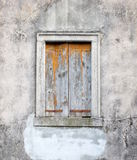 Gammalt grått wood fönster Fotografering för Bildbyråer