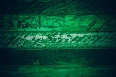 Gammalt grönt tappningträ Mörker - textur och bakgrund för grön tappning wood Abstrakt textur och bakgrund för formgivare gammal  Fotografering för Bildbyråer