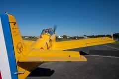 Gammalt gult flygplan Arkivfoto