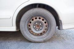 Gammalt gummihjul och hjul Royaltyfri Foto