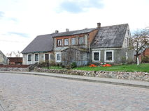 Gammalt hem, Litauen royaltyfria foton