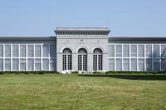 Gammalt historiskt classicistväxthus i slottträdgårdar i staden Telc, Tjeckien royaltyfria foton