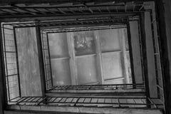 Gammalt historiskt lager i militay byggnader i Lettland Arkivbilder