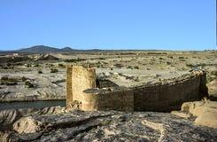 Gammalt historiskt ruttet lås i öknen nära Marib royaltyfria foton