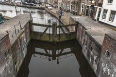Gammalt holländskt lås på Spaarndam royaltyfria bilder