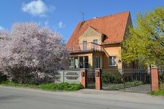 Gammalt hus av den tyska konstruktionen i Kaliningrad Vår Arkivbilder