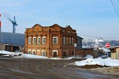 Gammalt hus av det sent - århundrade för th 19 Kamensk-Uralsky Ryssland Royaltyfri Fotografi