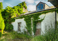 Gammalt hus, Co Donegal arkivbild