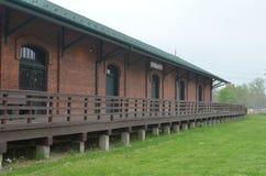Gammalt hus för frakter för bussgarage för tegelstendrevstation Ypsilanti MI royaltyfri foto