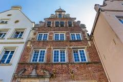 Gammalt hus för röd tegelsten i Warendorf Arkivbilder