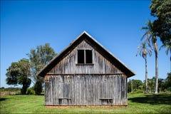 Gammalt hus från 20-tal på en lantgård i Varpa Royaltyfri Fotografi