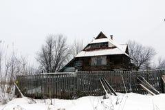 Gammalt hus i by Royaltyfria Bilder
