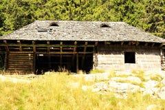 Gammalt hus i berg Royaltyfria Foton