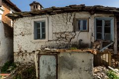 Gammalt hus i byn av Panagia, Thassos ö, Grekland arkivfoto