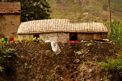 Gammalt hus i Cabo Verde Arkivbilder