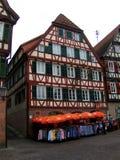 Gammalt hus i en by nära Stuttgart, Tyskland Fotografering för Bildbyråer
