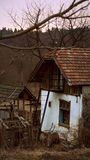 Gammalt hus i ett avlägset ställe Arkivfoton