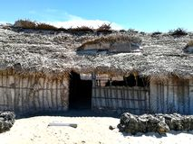Gammalt hus i indisk landsbygd arkivfoto